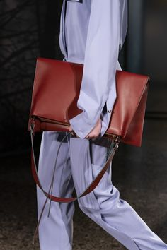 Gabriele Colangelo Fall 2019 Fashion Show Details Leather Bags, Leather Handbags, Bag Tutorials, Big Bags, Doctors, Chloe, Fashion Show, Satchel, Inspire