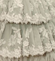 Gorgeous!  I am so into lace right now its not funny...its an obsession :)♥ vintage lace♥