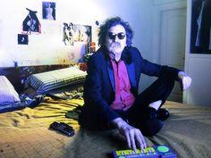 ...comunícalo con alas de guitarra  y un pianito de juguete que tocás tan solo vos...