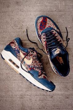 shoes flowers flower pattern nike nike air nike sneakers girls sneakers blue navy nikes running shoes style red yellow basket nike air max air max vintage nikeairmax bohomian bohomiam style hipster trainers floral