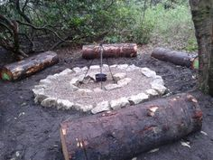 Forest School - Log seats and camp stove. - Forest School – Log seats and camp stove. Outdoor Education, Outdoor Learning, Outdoor Play, Forest Classroom, Outdoor Classroom, Outdoor School, Waldorf Montessori, Forest School Activities, Natural Playground