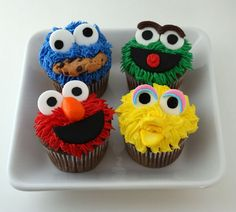 Elmo Cupcakes - gotta make these for all the kiddies in my life