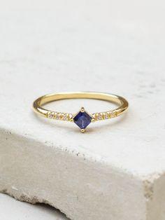 Diamond Shaped Ring - Gold + Sapphire