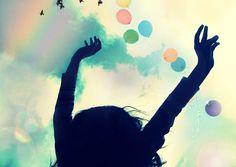 As 7 farsas sobre a felicidade Felicidade está muito mais vinculada à atitude pessoal e a forma como construímos nosso mundo interno do que ao mundo externo por Roberto Recinella