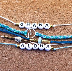 """🌺Aloha🌺 In der hawaiianischen Sprache kann es """"hallo"""" oder """"tschüß"""" bedeuten. Es bedeutet auch Liebe und Zuneigung  🌴Ohana🌴 Ist das hawaiianische Wort für Familie. Anders als bei uns, ist damit nicht nur die leibliche Verwandtschaft gemeint sondern auch die Menschen, mit denen sie tiefe Freundschaft und Liebe verbindet, gleich von welcher Nationalität diese Menschen sind.    Ohana, Beaded Bracelets, Instagram, Jewelry, Creative Gifts, Friendship, Language, People, Products"""