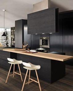 Cozinha para inspirar✨A madeira clara deu uma quebrada no pretoFonte: https://goo.gl/U6lDgC