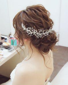 画像に含まれている可能性があるもの:1人以上、クローズアップ Bridesmaid Hair, Prom Hair, Hair Up Styles, Hair Arrange, Wedding Hair Inspiration, Bride Hairstyles, Bridal Accessories, Bridal Hair, Marie