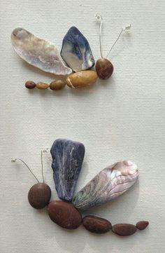 Kiesel Seashell Kunst Libellen gerahmte von EmilysNatureEmporium Pebbles Seashell Art Dragonflies Framed by EmilysNatureEmporium Stone Crafts, Rock Crafts, Arts And Crafts, Seashell Art, Seashell Crafts, Nature Crafts, Decor Crafts, Art Crafts, Kids Crafts