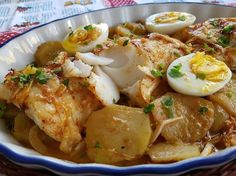 Bacalao al horno con patatas bacalhau no forno - Fırın yemekleri - Las recetas más prácticas y fáciles Fish Recipes, Seafood Recipes, Gourmet Recipes, Cooking Recipes, Healthy Recipes, Healthy Food, Pescado Recipe, A Food, Food And Drink