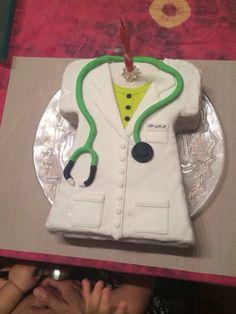 Pastel de fondant para cumpleaños bata medico