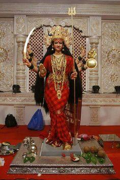 Navratri Puja will help you overcome all your negativities. Flourish with wealth on this Navratri by offering Homam to Lakshmi, Saraswathi & Durga. Lord Durga, Durga Ji, Saraswati Goddess, Shiva Shakti, Maa Durga Photo, Maa Durga Image, Shri Ganesh, Hanuman, Krishna Art