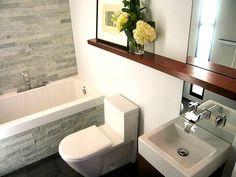 kleines badezimmer mit grünen fliesen und kleine badewanne, Hause ideen