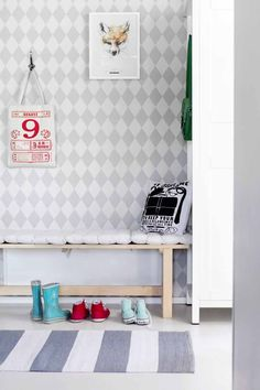Kotivinkki Photo: Petra Tiihonen Story: Liinu Kekäläinen www. Entry Hallway, Wooden House, Wall Treatments, Kidsroom, Room Inspiration, New Homes, Room Decor, Kids Rugs, Interior Design