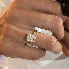 Pandora Jewelry OFF!> Browse more engagement rings and find ideas for your forever jewelry here. Rose Gold Stackable Rings, White Gold Rings, Gold Pinky Ring, Dream Engagement Rings, Wedding Band Sets, Wedding Goals, Ring Verlobung, Unique Rings, Emerald Diamond