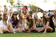 Cute music festival outfits that you need to copy for your next festival! Festival fashion and clothing ideas for Coachella, Bonnaroo, Governors ball, etc! These festival outfit ideas are are affordable and super trendy. Coachella Festival, Music Festival Outfits, Music Festival Fashion, Festival Looks, Festival Style, Mode Hippie, Hippie Boho, Alessandra Ambrosio, Palm Springs
