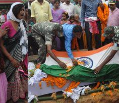 इंस्पेक्टर की मौत पर रो पड़ा पूरा गांव, दफन होने तक पत्नी ने नहीं छोड़ा साथ