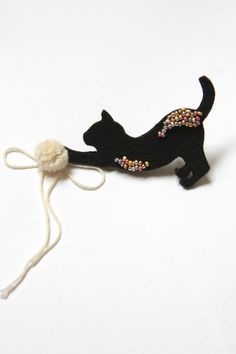 Black cat brooch Cat accessory Cat silhouette Cute by byKALYNKA