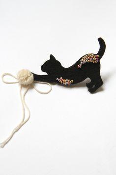 Black cat brooch Cat accessory Cat silhouette Cute by byKALYNKA