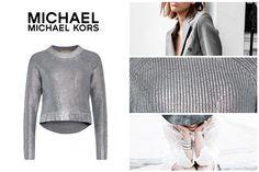 Se stai cercando qualcosa di speciale che dia un tocco in più al tuo stile, non lasciarti scappare la nuova maglia in cotone spalmato argento firmata Michael Kors!
