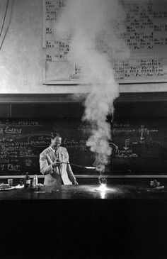 Princeton professor Hubert Alyea delivering a talk on the chemistry of the atomic bomb, 1953.