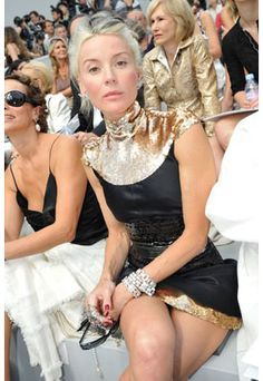 Dress Me: Style Icon: Daphne Guinness Daphne Guinness, 50 And Fabulous, Mature Fashion, Ladies Fashion, Ageless Beauty, Going Gray, Glamour, Grey Hair, Style Icons