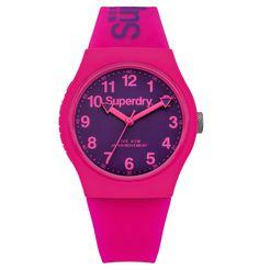 Superdry Urban Armbanduhr SYG164PV | Durch ihr lilafarbenes Zifferblatt und das in Pink gehaltene Silikonarmband mit Dornschließe setzt die Superdry Urban Armbanduhr neue Farbakzente.