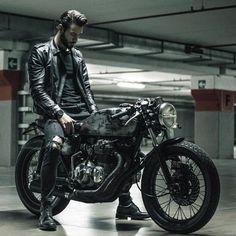 - Honda CB 400 four - - Motorrad - Motorcycle Men, Moto Bike, Motorcycle Style, Motorcycle Outfit, Cafe Bike, Cafe Racer Bikes, Cafe Racer Motorcycle, Cafe Racers, Honda Cb