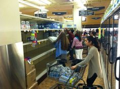 Jamie Wilson @JWilsonreporter  Mad dash for bottled water at downtown Safeway after boil water notice. pic.twitter.com/D5guh67xzD