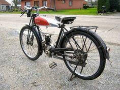 1933 Peugeot - www. Moped Bike, Motorcycle, Peugeot France, Classic Bikes, Motorbikes, French, Vehicles, Bike, 50cc Moped