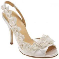 Modelos de sapatos e sandálias para noivas