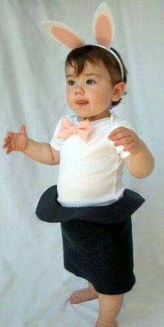 original disfraz de carnaval para niño. Disfraz conejo dentro de un sombrero. Disfraz de mago