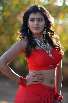Doubt navel saree hot below below