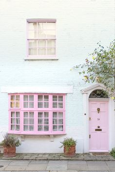 This little London cottage never gets old same pink door another season