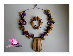 OFICIO: Bisutería TÉCNICA: Enchapado LINEA DE PRODUCTO: Accesorios MATERIALES: Calceta de plátano,semillas,piedras semipreciosas,madera,coco,nacar,jarritas en barro (miniaturas)tagua,cristales de murano,plata contacto; ataviosdelamussa@yahoo.es También nos puedes encontrar en PINTEREST; http://www.pinterest.com/monnita/ En la pagina de Artesanías de Colombia; http://www.artesaniasdecolombia.com.co/PortalAC/galerias/tallerdedisenoataviosdelamussa_865