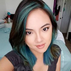 Loving my hair. This is the first time I've tried @overtonecolor #conditioner, and all I can say is that this product is magical. I didn't use any dye on my hair and applied #overtone directly on it.  #selfie #loveit #extreme #teal #hair #color #pretty