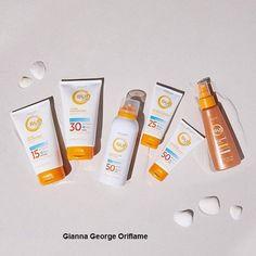 Η Sun Zone έχει συνδυάσει τα φίλτρα UVA και UVB με αντιοξειδωτική βιταμίνη Ε για έναν ήπιο τύπο που προστατεύει το δέρμα της οικογένειάς σας. Προσφέροντας μια σειρά προϊόντων ηλιακής φροντίδας, όπως αντηλιακή προστασία, όμορφες βυρσοδεψίες και χαλαρωτικά προϊόντα μετά την ηλιοθεραπεία. Oriflame Cosmetics, White Out Tape, Skin Care, Beauty, Skin Treatments, Beauty Illustration, Asian Skincare, Skincare