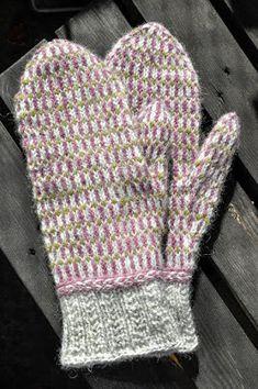 Den ofrivilliga stickaren: Stickigt svenskt ullgarn del 2 Knit Mittens, Mitten Gloves, Knitting Socks, Baby Booties Free Pattern, Baby Boy Knitting Patterns, Big Knit Blanket, Jumbo Yarn, Big Knits, Knit Pillow