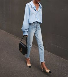 Light blue shirt+straight-leg jeans+nude and black heels / mules+black handbag. Spring casual date /workwesr outfit 2020 Work Fashion, Fashion 2020, Daily Fashion, Spring Street Fashion, Blue Fashion, Mode Outfits, Casual Outfits, Fashion Outfits, Casual Heels Outfit