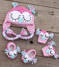 Owl Hat, Mitts & Booties - Inspiration only.  Blog is Turkish, but I love this idea!