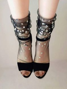 Tulle socks and heels = let's get this to be a THING Socks And Heels, Ankle Socks, Carnaval Kids, Lace Socks, Mesh Socks, Sheer Socks, Mode Shoes, Mein Style, Sandals Outfit