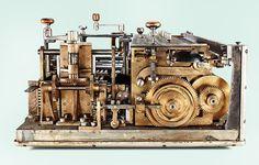 パーツむき出しのメカメカしさがたまらない!機能美あふれる、古い機械式計算機の写真21枚