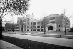 The first unit of Highland Park High School, finished in 1915.