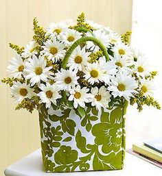 Daisies in a Summer Tote