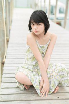 「週刊ヤングジャンプ」14号の表紙と巻頭グラビアを飾った「欅坂46」の平手友梨奈さん - Yahoo!ニュース(まんたんウェブ)