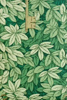 Chiavi Segrete Wallpaper Dense leaf print in green with hanging metallic gilver keys.