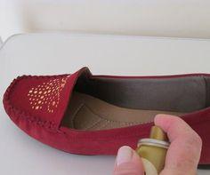 A camurça e o nobuck são tipos de couro feito de couro. Ou seja, é feita a partir do exterior do couro, por isso é mais forte e mais durável. Na camurça o