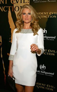The talented Ali Larter . Her full names are Alison Elizabeth -Ali- Larter Ali Larter, Elegant Woman, Sandro, Hollywood Celebrities, Hollywood Actresses, Glamour Magazine, Actrices Hollywood, Woman Crush, Mannequin