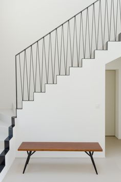 Staircase Railing Design, Stair Handrail, Banisters, Interior Stairs, Interior Architecture, Modern Stairs, House Stairs, Villa, Home Design Plans
