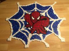 Hama/Nabbi pärlor. 12 plattor stor spindelmannen i nät.