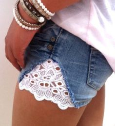 Lala has some jeans with worn out knees ... I may just turn them into shorts this summer, with some crochet fun!